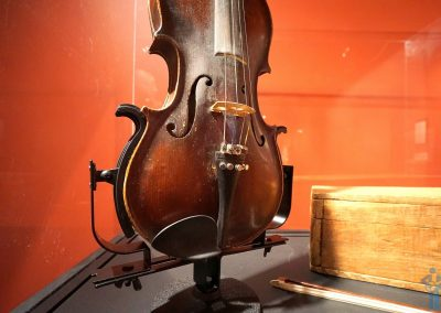Uncle Pen's fiddle. Bluegrass Music Hall of Fame & Museum, Owensboro, KY.
